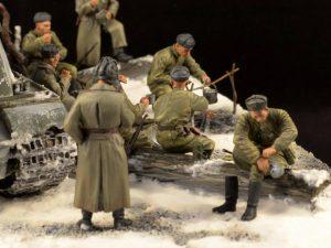 35028 SOVIET SOLDIERS AT REST + 35037 SOVIET SELF-PROPELLED GUN CREW + Andrey Mutafian