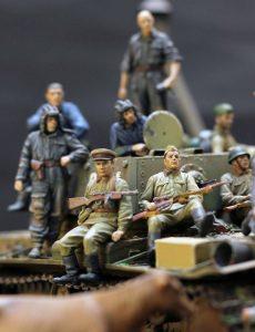 35009 SOVIET TANK CREW AT REST+ 35017 SOVIET TANK CREW AT WORK+ 35055 SOVIET SOLDIERS RIDERS+ 35541a TELEGRAPH POLES +Ivan Oshin