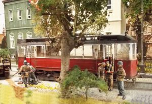 38001 EUROPEAN TRAM + 35549 METAL FENCE + 35530 STREET ACCESSORIES