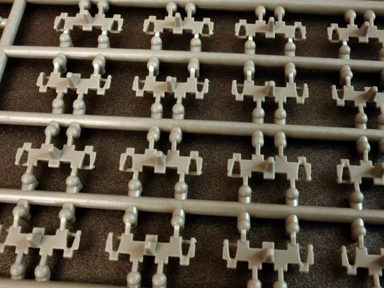 37048 T-54,T-55,T-62 OMSh INDIVIDUAL TRACK LINKS SET. LATE TYPE