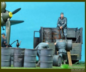 35041 GERMAN SOLDIERS w/FUEL DRUMS + Maxim Goyna