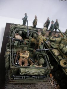 36036 DIORAMA WITH RUINED BUILDINGS + 35047 U.S. JEEP CREW & MP + Lee Wonseop