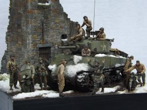 35070 U.S. TANK CREW. NW EUROPE + 35172 U.S. MOTORCYCLE WLA w/RIDER + 35182 U.S. SOLDIER PUSHING MOTORCYCLE + Wilfred Huisman