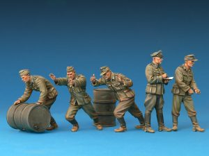 Photos 35256 GERMAN SOLDIERS w/FUEL DRUMS. SPECIAL EDITION