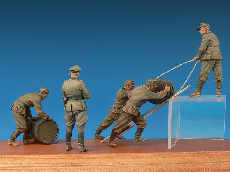 35256 Deutsche Soldaten mit Benzinfässern. Sonderausgabe