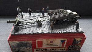 38004 FRENCH CIVILIANS '30s-'40s + 35001 SOVIET INFANTRY AT REST (1943-45) + 35042 WORLD WAR II DRIVERS 35086 GERMAN CIVILIANS + 35129 USV-BR 76-mm GUN Mod.1941 w/ LIMBER AND CREW + 35530 STREET ACCESSORIES + Róbert Lamoš