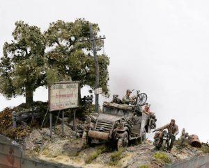 35182 U.S. SOLDIER PUSHING MOTORCYCLE + Marcus Nieminen