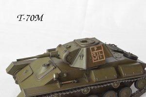 35243 T-80 SOVIET LIGHT TANK w/CREW. SPECIAL EDITION + Uve