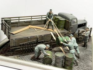 35041 GERMAN SOLDIERS w/FUEL DRUMS + 35530 STREET ACCESSORIES + Nikolay Kuprin