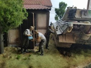 35198 GERMAN TANK CREW AT REST + 35062 GERMAN SOLDIERS AT REST + 35556 SHED WITH WOODEN FENCE + Edgar Gonzalez