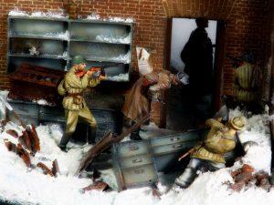 35544 FACTORY CORNER w/ STEPS + 35218 GERMAN SOLDIERS (WINTER 1941-42) + Alexander Salivanchuk