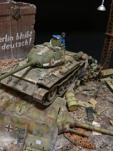35193 T-44 SOVIET MEDIUM TANK + 35253 PANZERFAUST 30/60 SET + 35529 METAL TELEGRAPH POLES + Sergey Kovalev