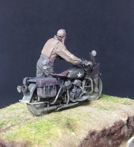 35182 U.S. SOLDIER PUSHING MOTORCYCLE