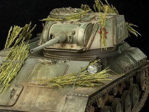 35243 T-80 SOVIET LIGHT TANK w/CREW. SPECIAL EDITION + Sungjun Jang