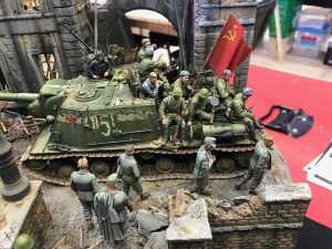 35002 SOVIET INFANTRY ON THE MARCH + 35109 SOVIET SOLDIERS AT REST. SPECIAL EDITION