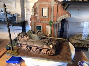 36049 RUINED BUILDING w/BASE + 35078 BRITISH TANK CREW