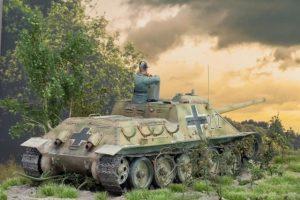 35229 Jagdpanzer SU-85 (R) w/CREW + Roland Greth