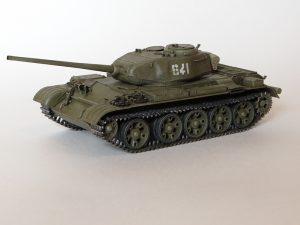 37002 T-44M SOVIET MEDIUM TANK + Anton