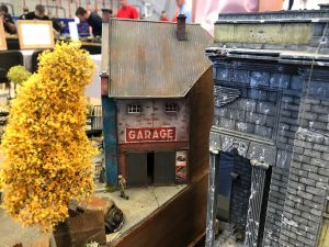 72031 BUILDING WITH GARAGE