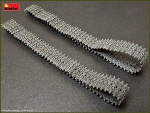 Photos 37052 T-55/T-62/T-72 RMSh WORKABLE TRACK LINKS SET. LATE TYPE