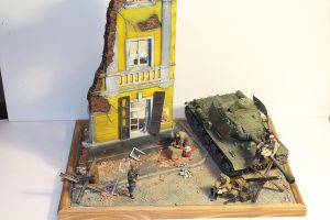 36012 DIORAMA w/RUINED HOUSE + 35548 FURNITURE SET +  Pavel Vasilyev