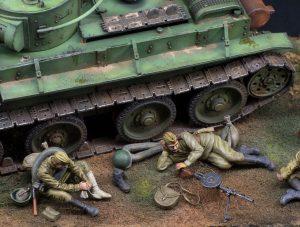 35233 SOVIET SOLDIERS TAKING A BREAK + Plastics & Resins in Scale