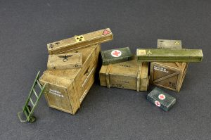 35581 WOODEN BOXES & CRATES