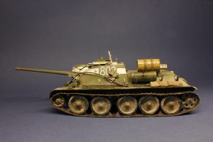 35187 SU-85 SOVIET SELF-PROPELLED GUN. INTERIOR KIT + 35079 SOVIET 85-mm SHELLS w/AMMO BOXES + Victor Novikov
