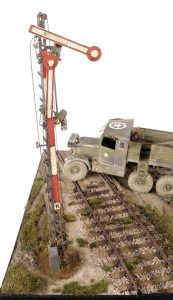 35078 BRITISH TANK CREW + 35566 RAILWAY SEMAPHORE + 35561 RAILWAY TRACK. EUROPEAN GAUGE + Kev Smith