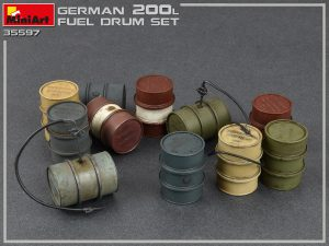Photos 35597 GERMAN 200L FUEL DRUMS WW2