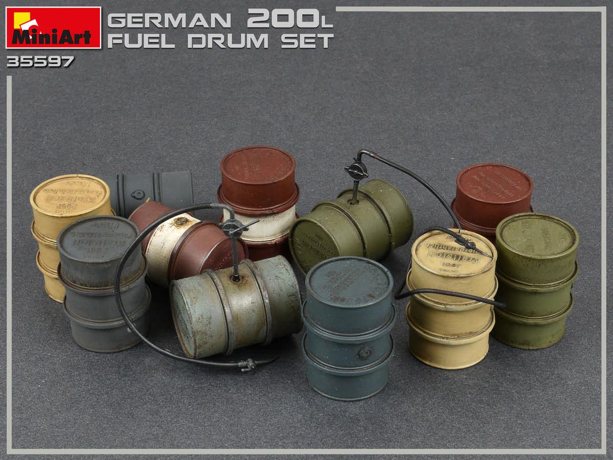 Neu Miniart 35597-1//35 WWII German 200L Fuel Drum Set