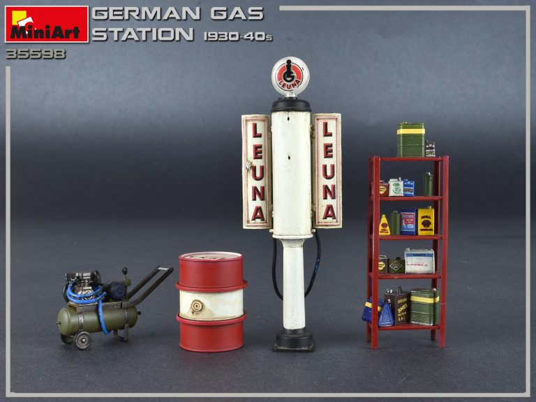 35598 GERMAN GAS STATION 1930-40s