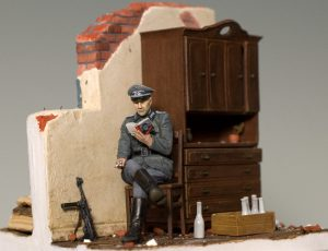 35062 GERMAN SOLDIERS AT REST + 35548 FURNITURE SET + 35550 WOODEN BARRELS & VILLAGE UTENSILS + Joe Poon