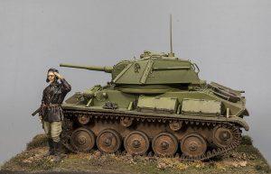 35243 T-80 SOVIET LIGHT TANK w/CREW. SPECIAL EDITION + Denis Kusnezow