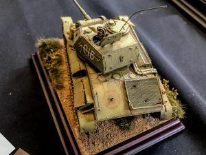 35243 T-80 SOVIET LIGHT TANK w/CREW. SPECIAL EDITION