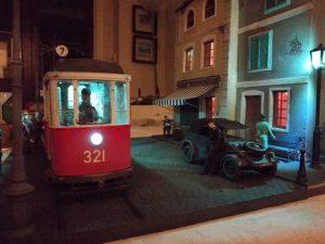 38009 EUROPEAN TRAMCAR (StraBenbahn Triebwagen 641) w/CREW & PASSENGERS + Richard Weston (richardweston12)