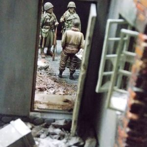 35070 U.S. TANK CREW. NW EUROPE + 36028 VILLAGE DIORAMA w/FOUNTAIN + Martin Giangreco