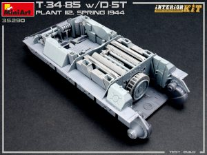 Build up 35290 T-34/85 w/D-5T. PLANT 112. SPRING 1944. INTERIOR KIT