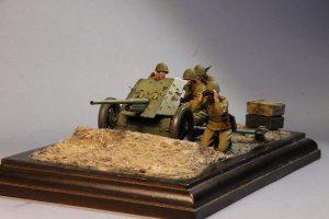 35231 SOVIET ARTILLERY CREW. SPECIAL EDITION + 35073 SOVIET 45-mm SHELLS w/AMMO BOXES