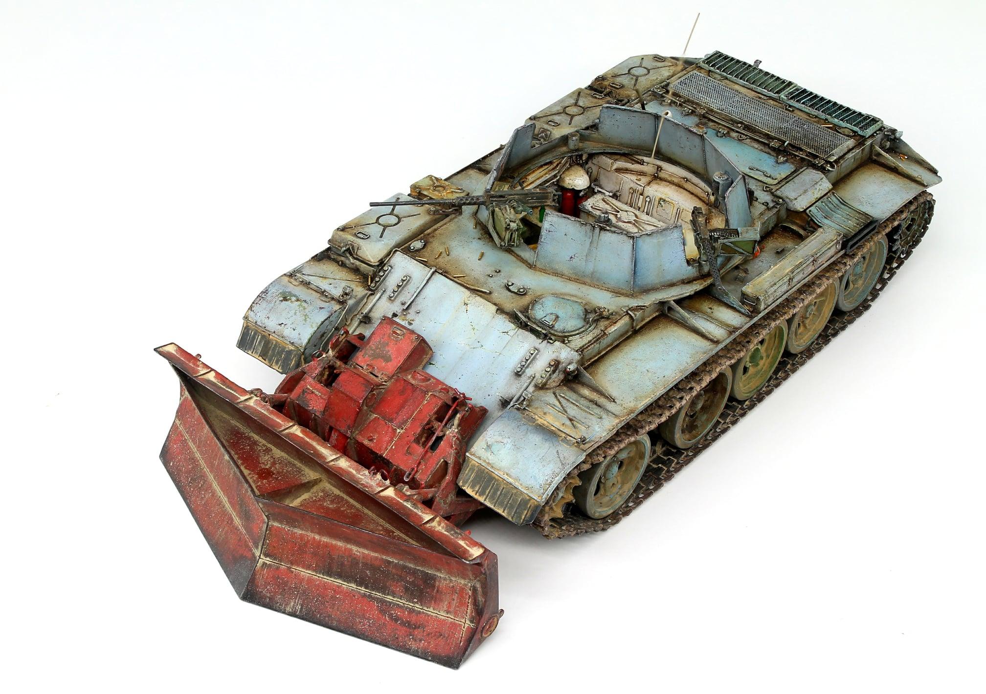 New Photos of Kit: 37028 SLA APC T-54 w/DOZER BLADE. INTERIOR KIT