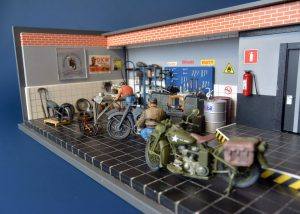 35284 U.S. MOTORCYCLE REPAIR CREW. SPECIAL EDITION + 35596 GARAGE WORKSHOP + Yaroslav Ioakimansky