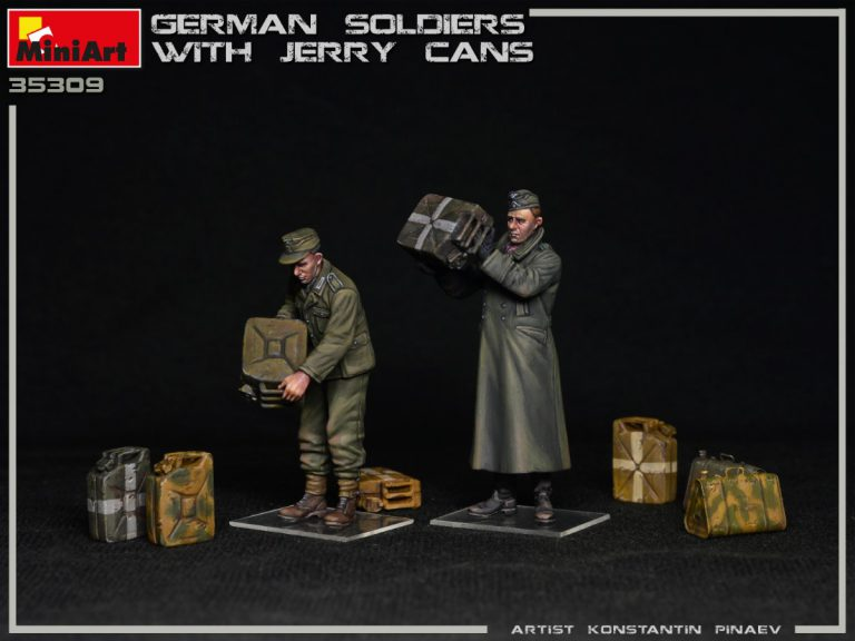 35286 GERMAN SOLDIERS WITH JERRY CANS