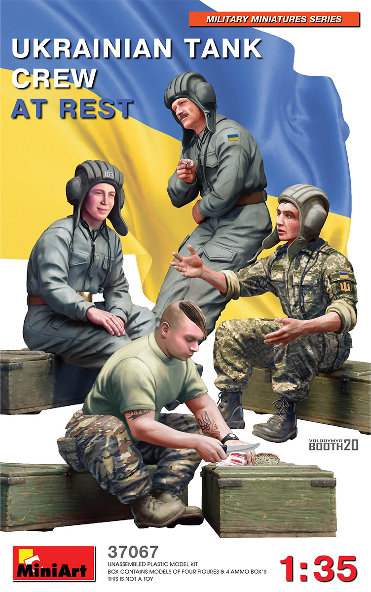 37067 UKRAINIAN TANK CREW AT REST