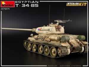 Photos 37071 埃及T-34/85坦克 带内构