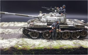 37011 T-54B SOVIET MEDIUM TANK. EARLY PRODUCTION. INTERIOR KIT + 37037 SOVIET TANK CREW 1960-70s + Julian Kobarl