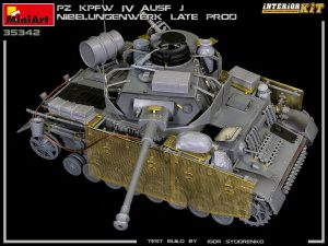 Build up 35342 Pz.Kpfw.IV Ausf. J Nibelungenwerk Late Prod. (Jan – Feb 1945) INTERIOR KIT