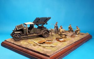35259 BM-8-24 BASED ON 1,5t TRUCK 35109 SOVIET SOLDIERS AT REST. SPECIAL EDITION 35577 VODKA BOTTLES WITH CRATES + Frank Dargies