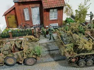 """36023 DUTCH VILLAGE DIORAMA + 35523 TRAM SUPPORTS & STREET LAMP + 35148 """"MARKET GARDEN"""" NETHERLANDS 1944 + George Tulaar"""