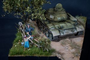 37002 T-44M SOVIET MEDIUM TANK 35246 SOVIET TANK CREW AT REST. SPECIAL EDITION 38011 SOVIET VILLAGERS + Ihar Saroka