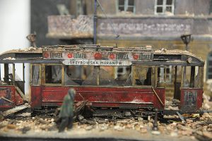 38009 EUROPEAN TRAMCAR (StraBenbahn Triebwagen 641) w/CREW & PASSENGERS + SquonksevenBones Onesixonethirtyfive